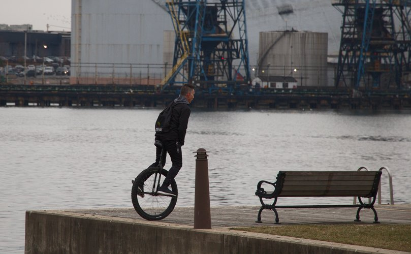 Unicyclist on the edge AFF 2016-01-15 16.13.03.jpg